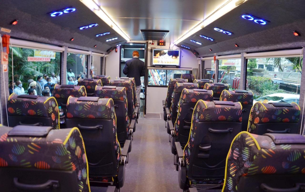 Hop-on-hop-off buses